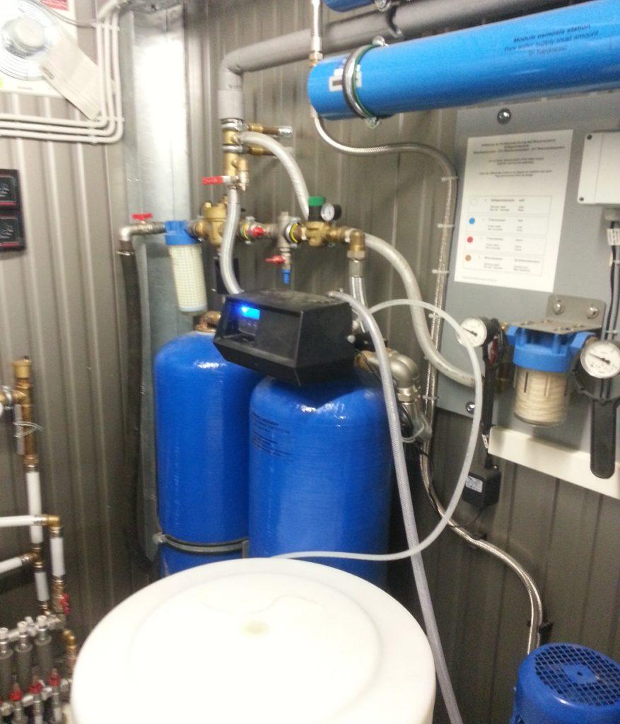 Технический контейнер и система умягчения воды